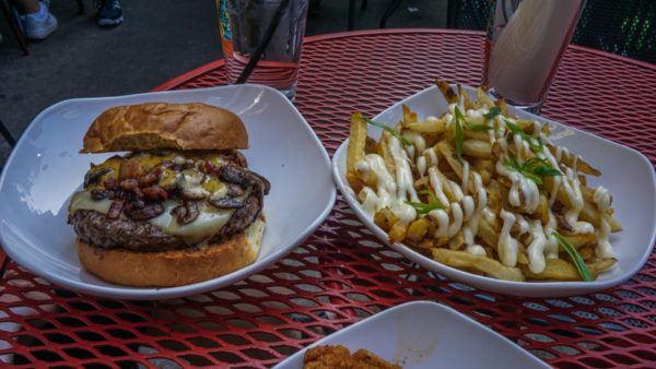 Burger at Wingharts