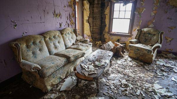 Abandoned Boarding House at Yellow Dog Village